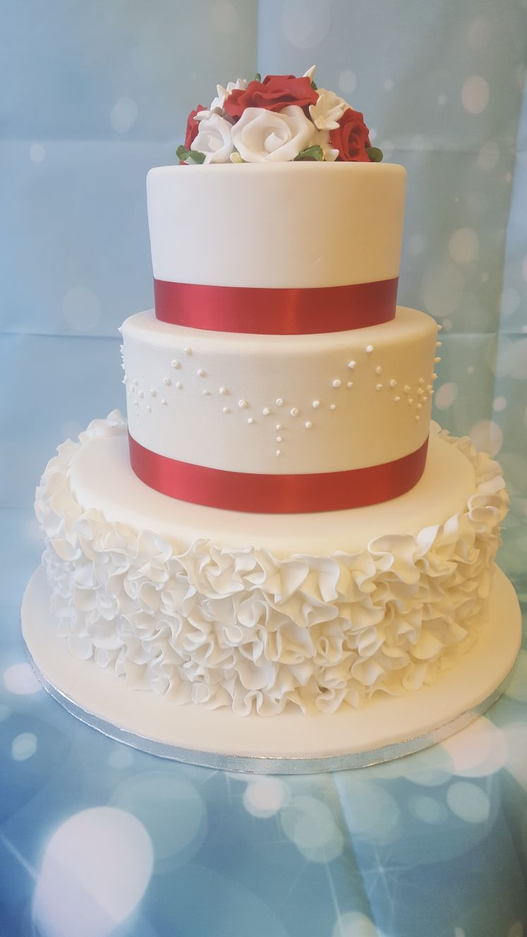 3 tier wedding cake ruffles ravens bakery of essex ltd 3 tier wedding cake junglespirit Image collections
