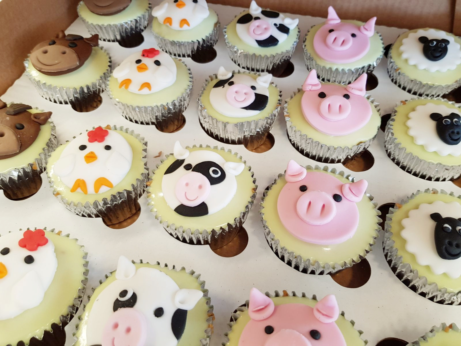 animal fondant cup cakes