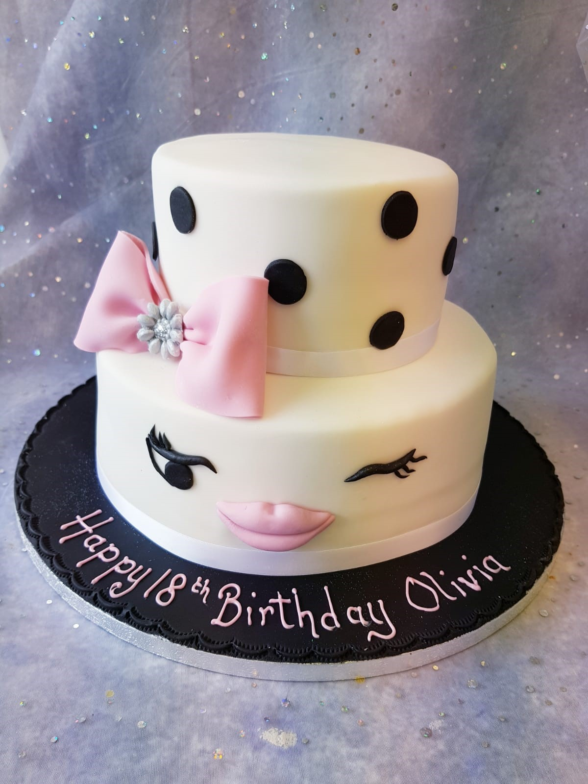2 Tier Cake Eyelash Lips