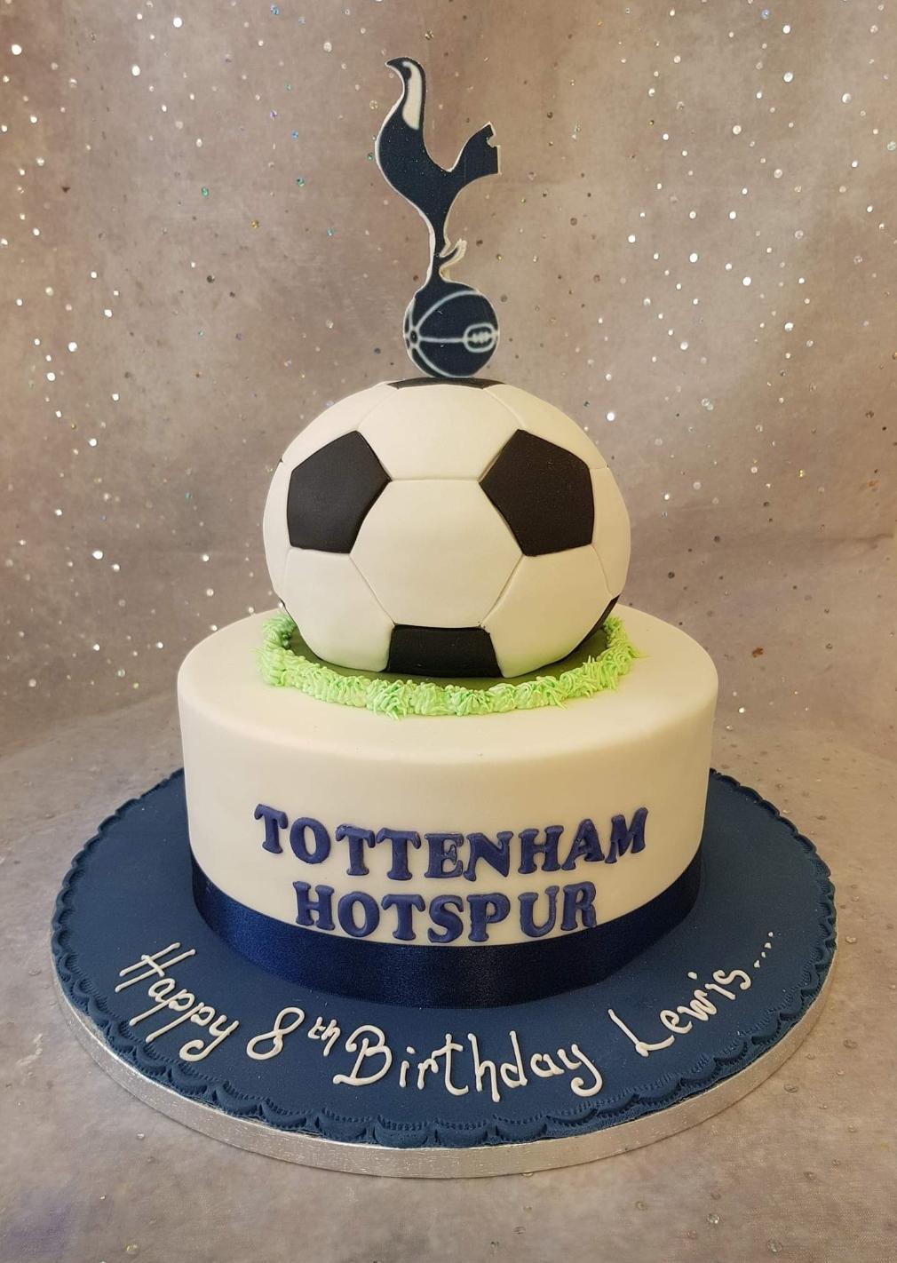 073 Tottenham Football Cake Ravens Bakery Of Essex Ltd