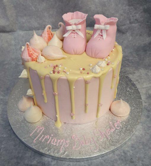 drip cake with botties